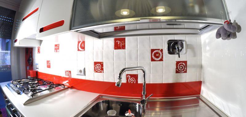Cucina White & Red - Opera d\'arte di Gumaru