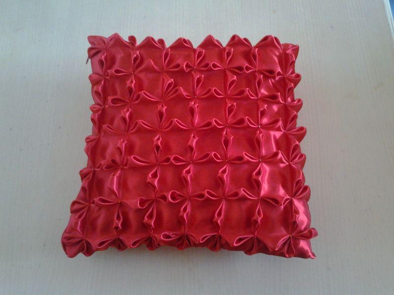 Conosciuto cuscino ricamato fatto a mano - Opera d'arte di Nastri Di Raso Ricamo SP43