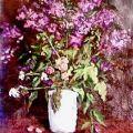 Fiori e un vaso bianco